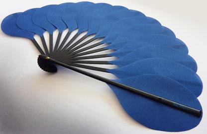 eventail-palmito-bleu-accessoire-de-mode