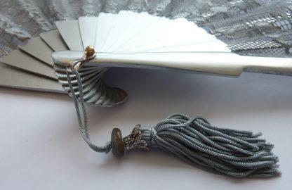 eventail-dentellito-argent-dentelle-soiree-ceremonie-accessoire-de-mode