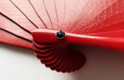 eventail-bodega-rouge-dentelle