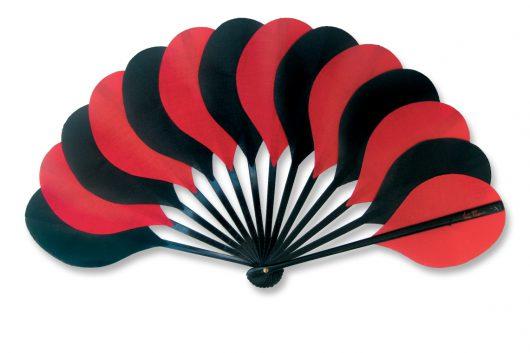 eventail-palmito-noir-rouge-accessoire-de-mode