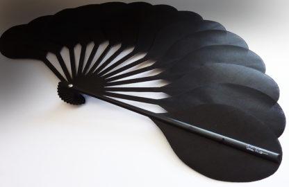eventail-palmito-noir-accessoire-de-mode