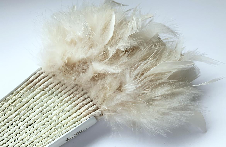 eventail-olala-ivoire-dentelle-plume