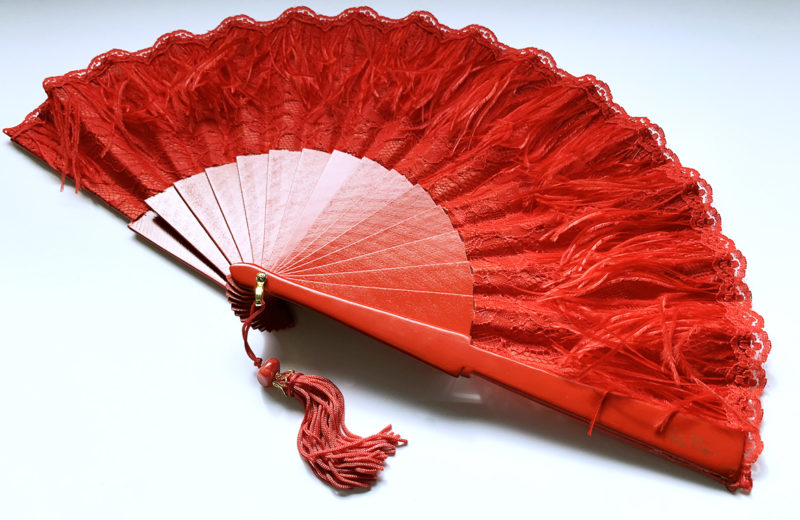 eventail-pluma-rouge-z1.jpg