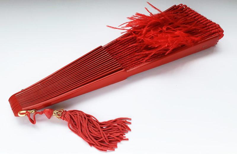 eventail-pluma-rouge-z2.jpg