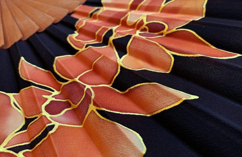 eventail-raphaella-soie-artisanal-main
